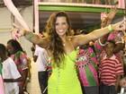 Renata Santos rebola muito em ensaio da Mangueira