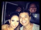 Mulher Melão pega carona em van para fazer show em favela