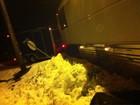 Ônibus do grupo Hanson fica atolado na neve