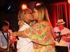 Preta Gil dá selinho em Mart'nália em show no Rio