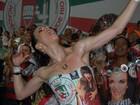 Ana Furtado se empolga à frente da bateria da Grande Rio