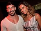 Ex-BBB Lia Khey leva namorado a show do Fatboy Slim em São Paulo