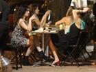 Alessandra Negrini tem companhia Xuxa Lopes em jantar