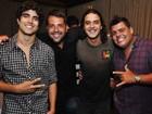 Caio Castro curte balada no Rio