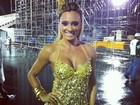 Com vestidinho dourado, Juju Salimeni ensaia para o carnaval