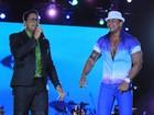 Léo Santana canta com o Harmonia do Samba em Salvador