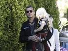 Gwen Stefani e o marido levam os filhos, Zuma e Kingston, a festa