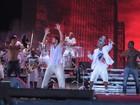 Ex-BBB Diogo dança no show do Psirico em Salvador