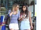 Flávia Alessandra passeia com a filha em shopping no Rio