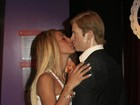 Valesca Popozuda beija Brad Pitt... de mentirinha