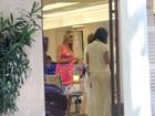 Luana Piovani cuida do visual em salão do Rio