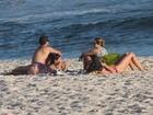 De folga, Giovanna Antonelli vai à praia no Rio