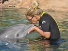 Valesca Popozuda beija e nada com golfinhos na Flórida