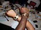 Vagner Love dá bracelete de ouro ao noivar com Lucilene