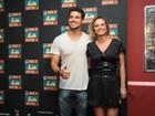 Cauã Reymond, Cleo Pires e mais famosos vão a pré-estreia de filme