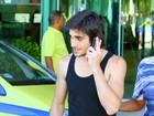 De regata, Fiuk circula em aeroporto no Rio