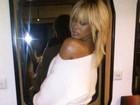 Rihanna adota cabelo loiro e posta foto sexy no Twitter