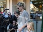 Heidi Klum é clicada usando aliança de casamento com Seal