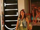 Vanessa Loes passeia com o filho Gael em um shopping no Rio