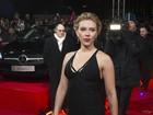 Vestido não favorece e deixa Scarlett Johansson 'rechonchuda'