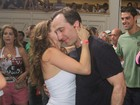 Rita Guedes beija muito em quadra de escola de samba