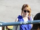 Emma Stone é clicada em heliponto no Rio de Janeiro