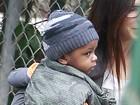 Sandra Bullock passeia com o filho em Beverly Hills