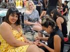 Ex-BBBs têm dia de beleza em salão no Rio