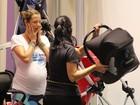 Sacoleira! Luana Piovani faz (muitas) compras para o filho, Dom