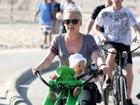 Pink anda de bicicleta com a filha na Califórnia