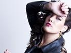 Adriana Birolli faz caras e bocas em ensaio para revista