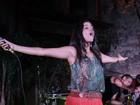 Emanuelle Araújo se apresenta com a banda Moinho no Rio