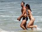 Voltaram! Sophie Charlotte e Malvino Salvador vão à praia no Rio
