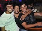 Rodrigo Simas e Bruno Gissoni participam de sarau no Rio