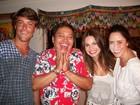 Queimado de praia, Kayky Brito janta com a irmã Sthefany Brito no Rio