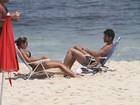 Ex-BBBs Adriana e Rodrigão vão a praia no Rio
