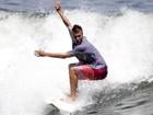 Rodrigo Hilbert surfa no Rio