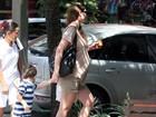 Perto de dar à luz, Lavínia Vlasak toma sorvete com o filho