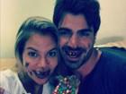 Ex-BBBs Adriana e Rodrigão aparecem sujos de chocolate em foto