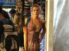 No dia de seu aniversário, Fiorella Mattheis faz compras