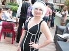 Brunette Fracarolli usa peruca em evento pré-carnaval em São Paulo
