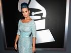 Tudo azul! Katy Perry combina vestido com cor do cabelo em premiação
