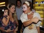 Ingrid Guimarães leva a filha ao teatro