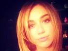 Miley Cyrus muda o visual e mostra o cabelo curtinho