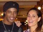 Ronaldinho Gaúcho tieta Christiane Torloni em restaurante carioca