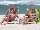Com os mesmos biquínis do dia anterior, Bia e Branca vão à praia