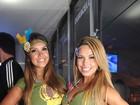 De barriguinha de fora, dançarinas do Faustão curtem carnaval em Salvador