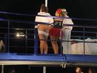 Daniela Mercury encena 'Dona Flor' e ator deixa bumbum à mostra