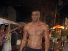 Ex de Grazi Massafera circula soltinho no carnaval de Salvador