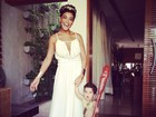 Juliana Paes posta foto do filho fantasiado de Bam Bam